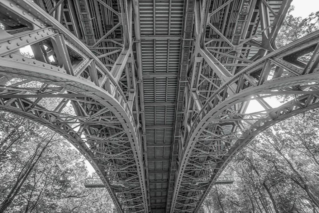 architecture-black-and-white-bridge