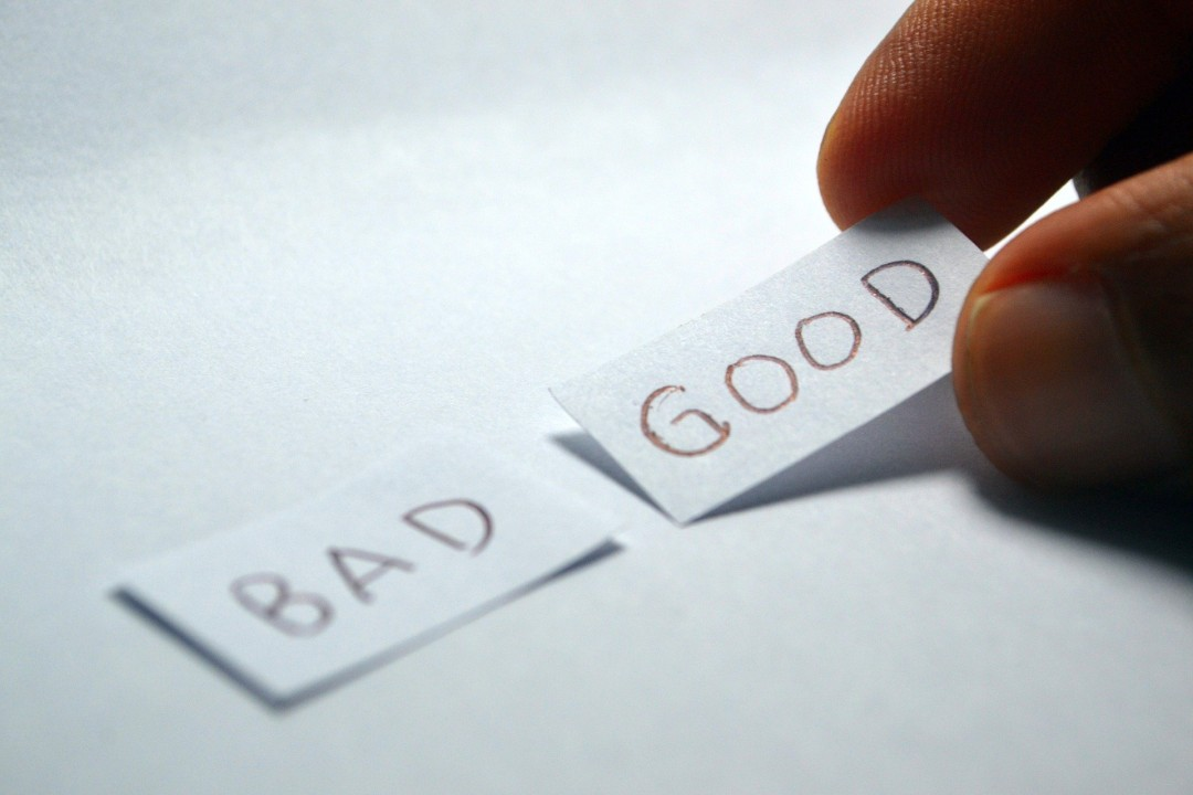 Words bad and good on slips of paper